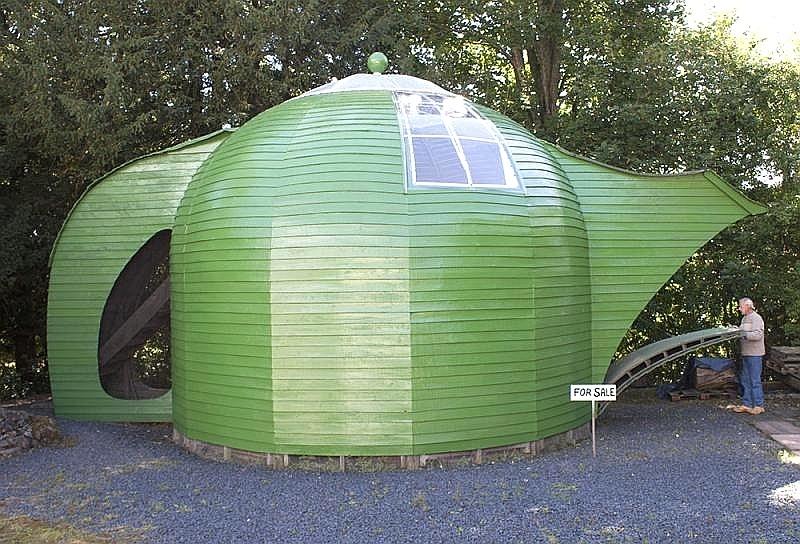 11.mar.2014 - Uma propriedade de dois andares em formato de chaleira está à venda na aldeia de Lilliesleaf, Escócia. A residência, conhecida como