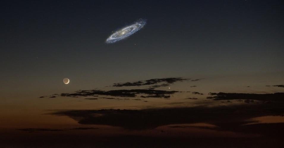 """11.mar.2014- CONSELHO DE GIGANTES: A nossa galáxia, a Via Láctea, ao lado da galáxia Andromeda, domina uma região com pequenas galáxias chamada de Grupo Local, com cerca de 3 milhões de anos-luz de comprimento. Mas agora os astrônomos conseguiram fazer um mapa bem maior de nossa vizinhança, com galáxias a até 35 milhões de anos-luz da Terra. O que eles descobriram é que nossa galáxia está cercada por 12 grandes galáxias que formam um anel de 24 milhões de anos-luz, chamado de """"conselho de gigantes"""""""