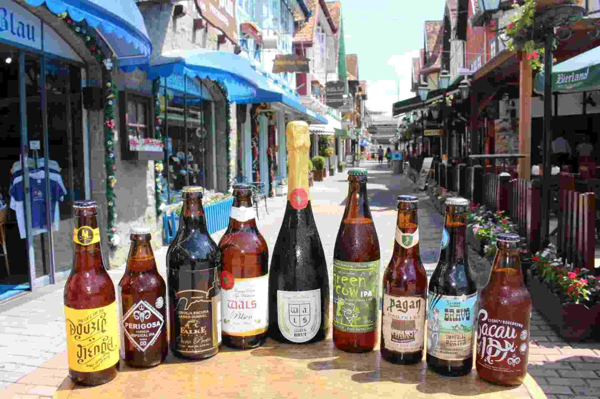 Conheça nove rótulos expostos para degustação no 6º Festival Brasileiro da Cerveja de Blumenau (SC), que acontece de quarta-feira (12) a sábado (15). O evento conta com a presença de 40% das cervejarias artesanais do país e uma expectativa de público de 30 mil pessoas - Jandyr Nascimento/UOL