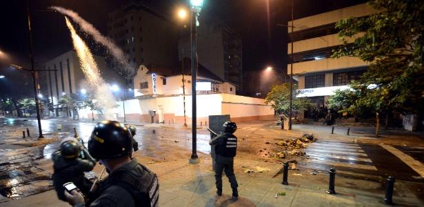 Guarda Nacional dispara bombas de gás lacrimogênio contra manifestantes