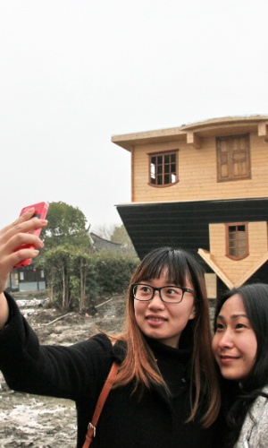 13.mar.2014 - Turistas fazem