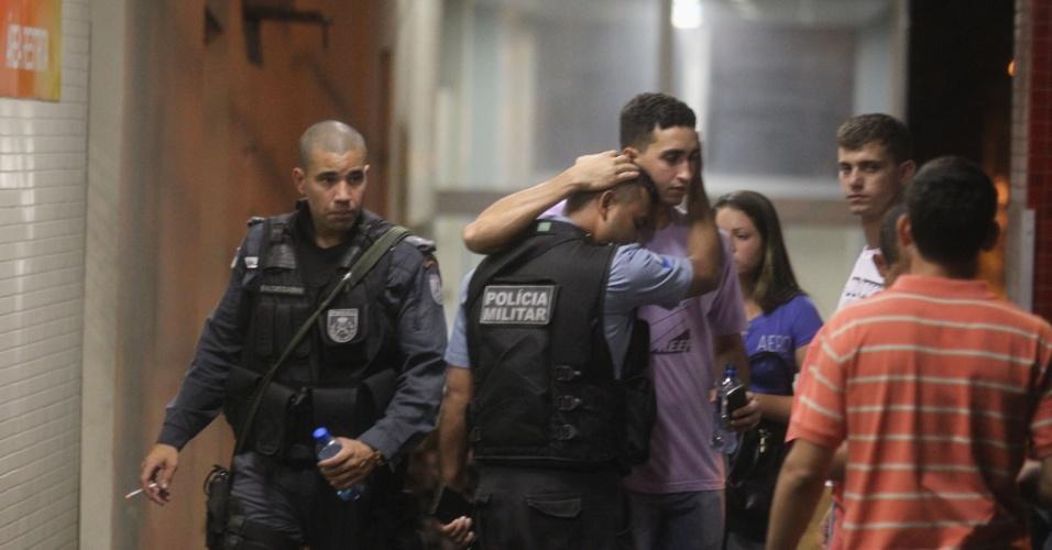 14.mar.2014 - Mais um policial militar foi morto em uma UPP (Unidade de Polícia Pacificadora) do Rio de Janeiro.  Leidson Acácio Alves, 27,  foi baleado durante confronto com criminosos