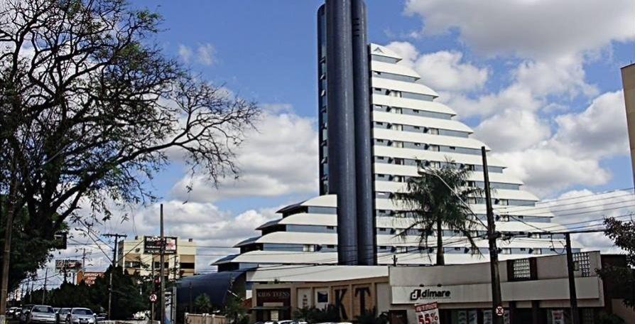 17.mar.2014 - Foto mostra o hotel Blue Tree em Londrina, norte do Paraná, propriedade do doleiro Alberto Youssef. A Polícia Federal cumpriu a decisão da Justiça de sequestrar a propriedade durante a operação Lava-Jato, que expediu mandados de prisão de 47 pessoas por lavagem de dinheiro em sete Estados