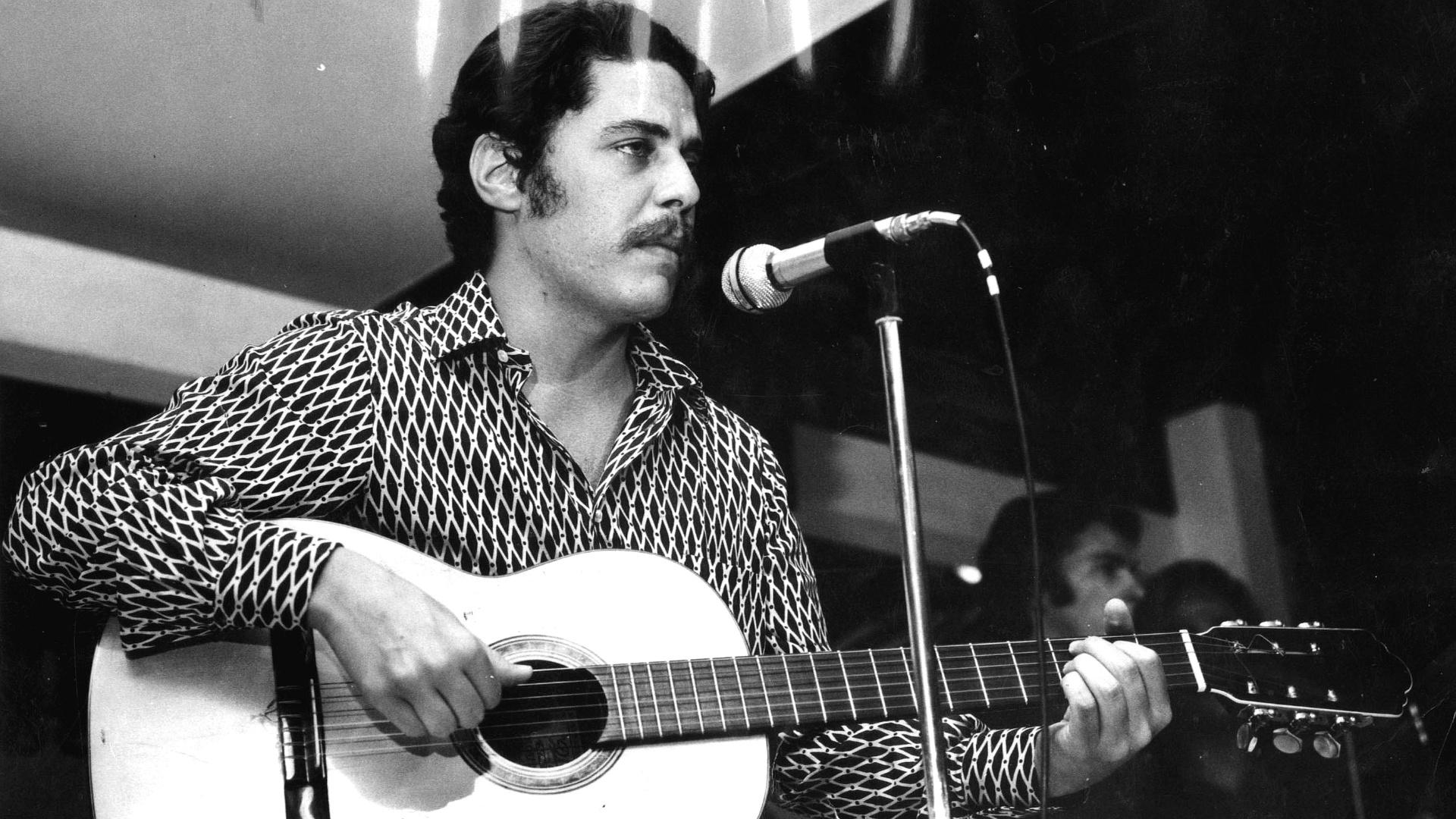 Chico Buarque em apresentação de 1971