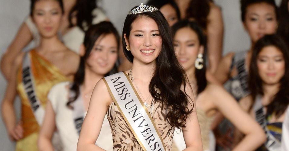 18.mar.2014 - Keiko Tsuji, 20, estudante, sorri após vencer o Miss Japão 2014 ao concorrer com outras 42 beldades. A bela vai representar seu país no Miss Universo este ano