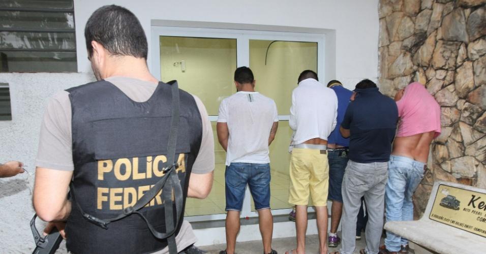20.mar.2014 - Uma quadrilha que atuava na região de Campinas e patrocinava o tráfico de entorpecentes foi presa por agentes da Polícia Federal após investigações desencadeadas na Operação Pandemônio