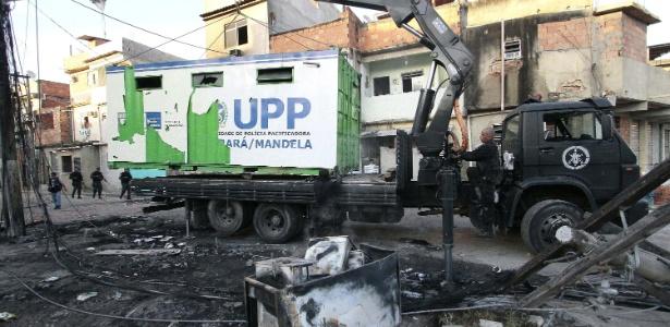 Policiamento é reforçado após o comandante da UPP de Manguinhos, Gabriel Toledo, ser baleado - Ale Silva/Futura Press/Estadão Conteúdo