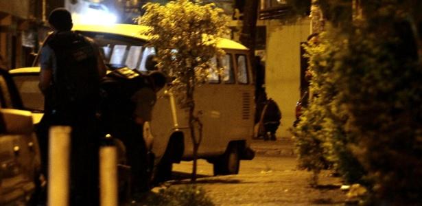 Policiamento é reforçado na favela de Manguinhos após o comandante da UPP, Gabriel Toledo, ser baleado - Alê Silva/Futura Press/Estadão Conteúdo