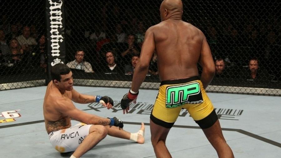 Vitor Belfort perdeu para Anderson Silva em luta de 2011 - UFC/Divulgação