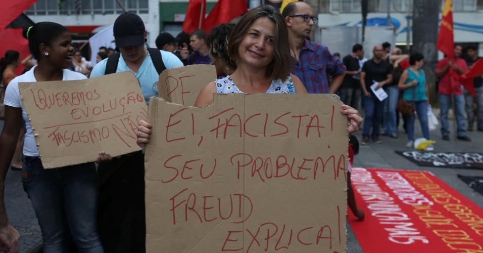 """Em repúdio à Marcha da Família, realizada no mesmo dia (22 de março de 2014), grupos de esquerda fizeram a """"Marcha Antifacista"""", ato simbólico contra o Golpe Militar de 64, na Praça da Sé, no Centro de São Paulo (SP)"""