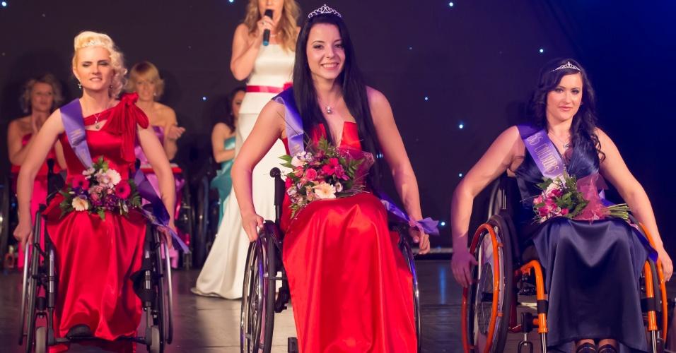 23.mar.2014 - Fanni Illes (centro) vence o concurso de beleza Miss Cadeira de Rodas Internacional em Budapeste, na Hungria. Um total de oito candidatas de seis países --Hungria, Romênia, Bósnia, México, Bolívia e Ucrânia-- participou da final do certame