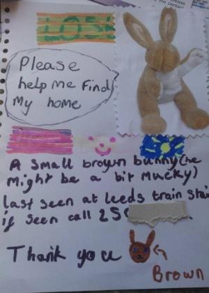 24.mar.2014 - Uma menina perdeu seu coelho de pelúcia favorito na estação de trem de Leeds, no Reino Unido, e ficou de coração partido espalhando cartazes para tentar encontrá-lo