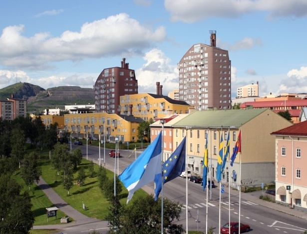 """Vista da cidade de Kiruna, na Suécia, que está sendo """"engolida"""" por uma mina"""