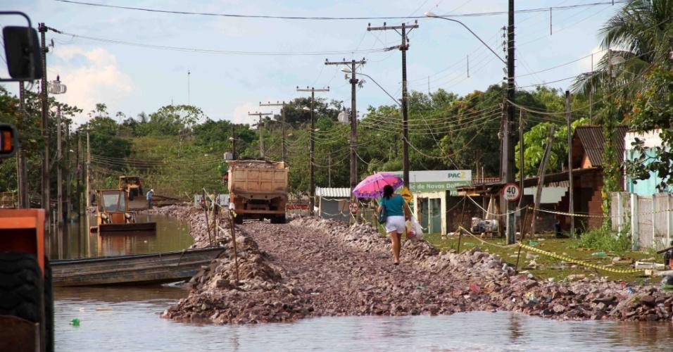 25.mar.2014 - O bairro da Balsa, em Porto Velho (Rondônia), continua alagado por causa da cheia do rio Madeira. Defesa Civil alerta moradores para o risco de contaminação por contato com a água