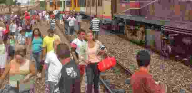 Um trem descarrilou no bairro de Ribeira, em Natal. O acidente não registrou feridos, mas alguns passageiros passaram mal - Via Certa Natal / Divulgação