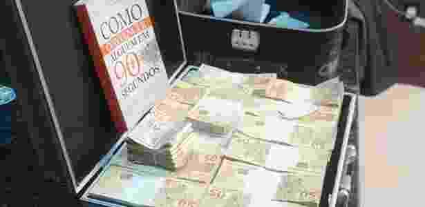 A Polícia do Piauí prendeu dois homens que carregavam uma mala de dinheiro falso em Teresina - Divulgação/Polícia Federal