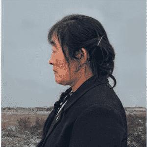 26.mar.2014 - De acordo com o pensador e filósofo chinês Confúcio, os 50 anos são a idade em que as pessoas começam a compreender seu destino. Se esforçando para explorar visualmente esse conceito, o fotógrafo Gao Rongguo criou esta série contemplativa com gêmeos idênticos da província de Shandong, na China, que já chegaram a tal idade. O projeto se baseia em um retrato de cada gêmeo colocados lado a lado, mostrando que até aqueles tão semelhantes não são iguais e nem sempre seguem o mesmo caminho na vida - Gao Rongguo
