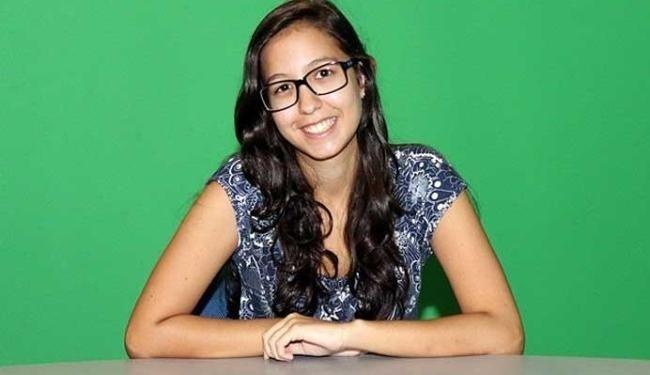 Maria Carolina Costa Rios, jovem de 17 anos aprovada em medicina em seis vestibulares