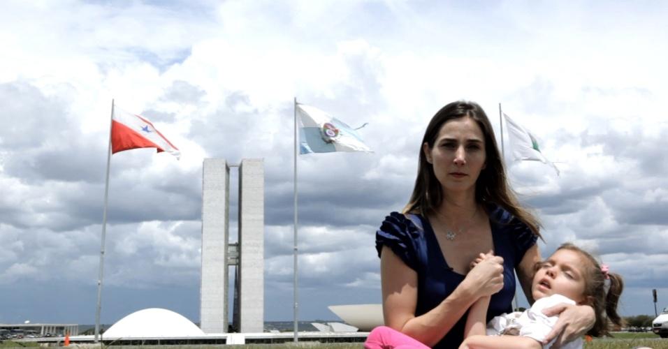 """Cenas do documentário """"Ilegal"""", de Tarso Araújo e Raphael Erichsen, que mostra o drama de uma brasileira de 5 anos com epilepsia grave que apresentou melhora com derivado da maconha"""