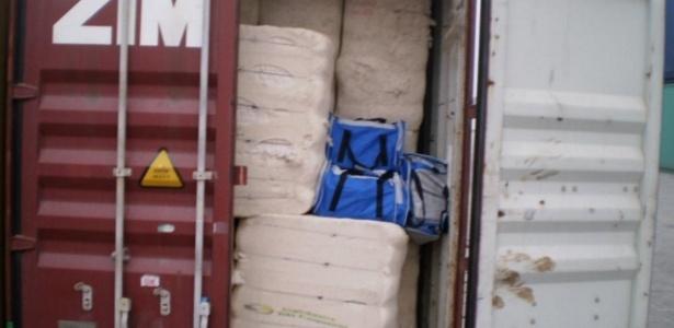 A Polícia Federal prendeu 23 pessoas e apreendeu 3,7 toneladas de cocaína, nesta segunda-feira (31), em duas operações no porto de Santos