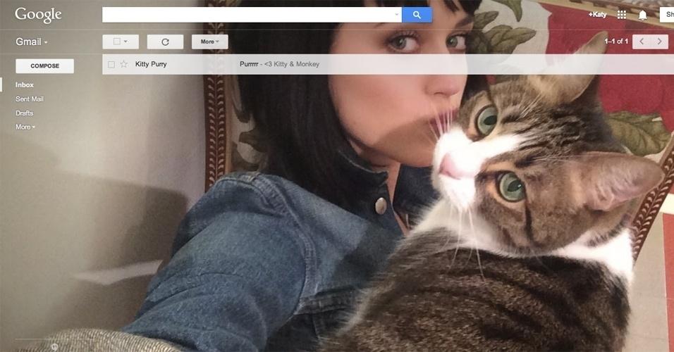 """2014 - A ferramenta de e-mail Gmail (anunciada oficialmente em 1º de abril) ganhou um novo serviço no dia da mentira: o Gmail Shelfie. A ideia, segundo o Google, é aproveitar melhor os selfies (a palavra """"shelfie"""" vem de sharable selfie, ou autorretrato compartilhável)"""