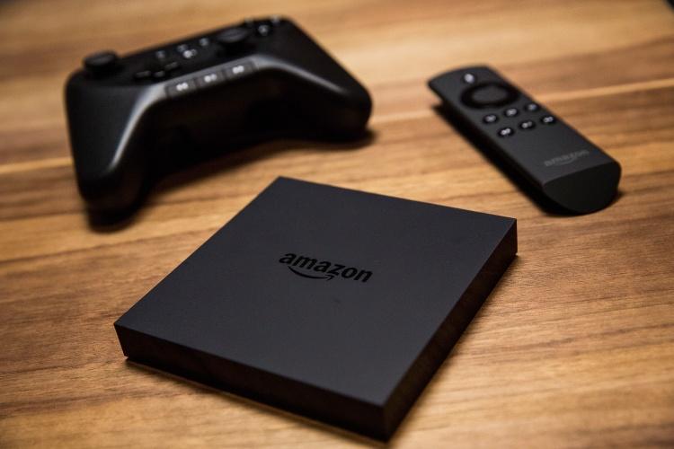 2.abr.2014 - O set-up box FireTV, da Amazon, consiste em um caixa que conecta uma TV à internet e um controle remoto. Esse kit sai por US$ 100 (cerca de R$ 227). É possível ainda comprar um controle por US$ 40 (aproximadamente R$ 91), chamado Fire, que permite jogar games do sistema Android instalados no aparelho