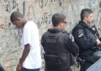 Mulher é arrastada por carro da PM após ser baleada em favela do Rio - Fabio Teixeira / UOL