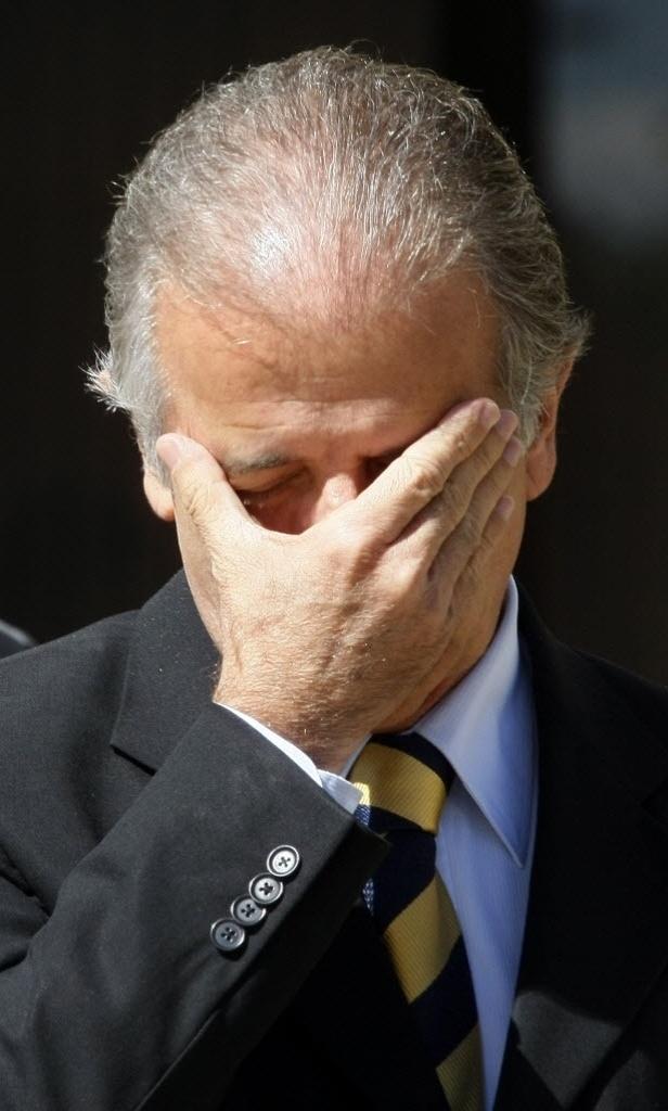 ESCOLHER UMA DELAS  3.abr.2014 - O ex-ministro José Múcio Monteiro, faz parte do grupo de políticos que já recorreu ao implante de cabelo para dar mais volume aos fios. Na fotografia do lado esquerdo, é possível ver como era seu cabelo antes da implantação, e na imagem da direita, como ele ficou após o procedimento