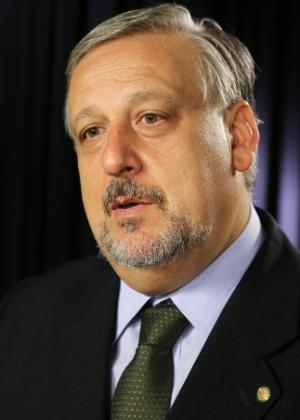 O ex-ministro Ricardo Berzoini disse que a nova meta fiscal e as medidas anunciadas trazem perdas para a Saúde, Educação e a Previdência