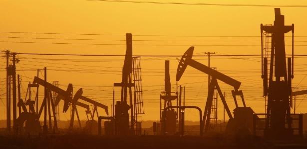 Posto de extração de gás de xisto na Califórnia, Estados Unidos