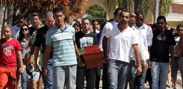Amanda Oliveira Alquati, 17, foi enterrada no Cemitério Consolação, em Sorocaba, interior de São Paulo - Fernando Rezende/Futura Press/Estadão Conteúdo