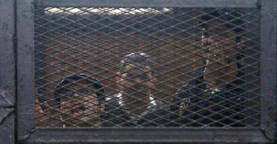 7.abr.2014 - Ativistas egípcios e o fundador do Movimento 6 de Abril, que liderou a revolta contra o ditador deposto Hosni Mubarak, foram condenados a uma pena de três anos de prisão, nesta segunda-feira (7). Eles são acusados de violar uma lei que restringe protestos no país