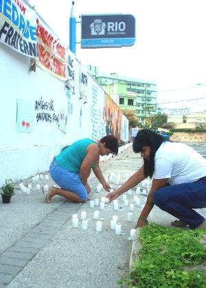 Moradores e amigos relembram os três anos do massacre de Realengo, na Escola Tasso da Silveira