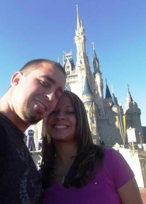 Ana Michelle de Amo, que enfrentou um câncer, e o marido