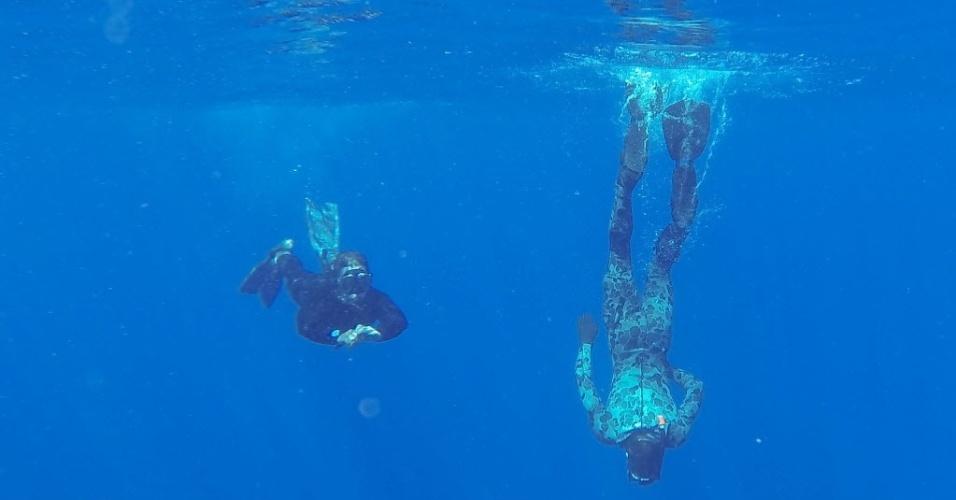 """8.abr.2014 - Mergulhadores da Defesa australiana continuam as buscas pelo voo MH 370, da Malaysia Airlines, no oceano índico. Um robô submarino foi enviado à região onde na segunda-feira (7) foram detectados sinais acústicos """"promissores"""" por coincidir com os emitidos por caixas-pretas"""