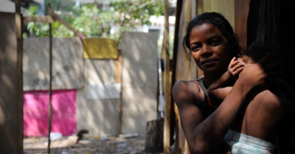 Resultado de imagem para favela mulher