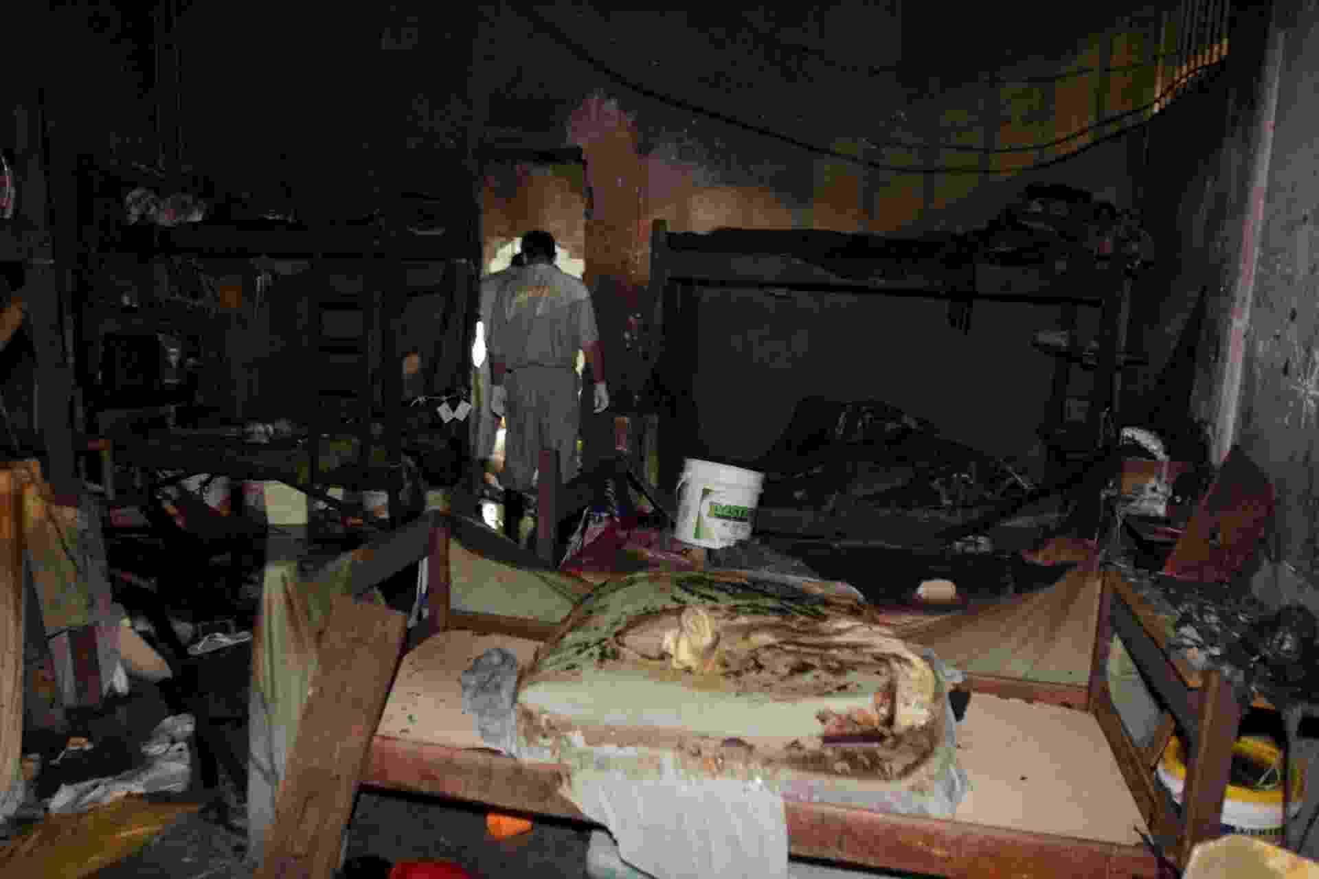 9.abr.2014 - Um incêndio em uma cela do Centro de Detenção Provisório de Icoaraci, em Belém, deixou cinco presos mortos e 27 feridos - Fábio Costa/Agência Pará