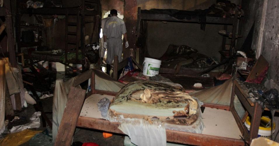 9.abr.2014 - Um incêndio em uma cela do Centro de Detenção Provisório de Icoaraci, em Belém, deixou cinco presos mortos e 27 feridos