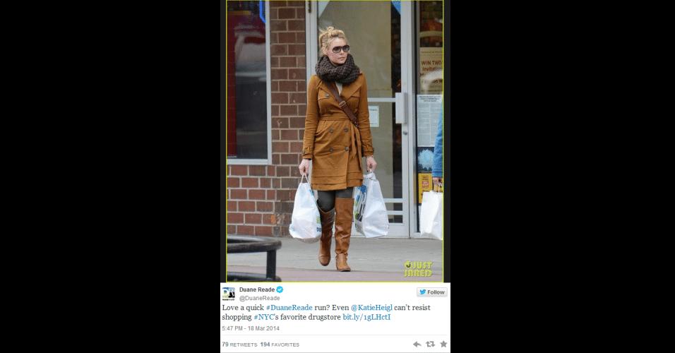10.abr.2014 - A atriz Katherine Heigl foi clicada por um paparazzi saindo de uma drogaria chamada Duane Reade, em Nova York, EUA. A imagem foi tuitada pela conta oficial da marca, com a frase 'Nem mesmo a @KaiteHeifl consegue resistir à farmácia preferida de Nova York'. Segundo o site 'Gawker', a atriz pediu que a foto fosse retirada. Quando não obteve resposta, Katherine entrou com um processo na Justiça pedindo US$ 6 milhões (cerca de R$ 13,23 mi) de indenização. Ela afirmou que, se vencer, vai doar o valor para a caridade