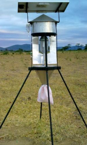 Um pesquisador da Universidade Federal do Recôncavo da Bahia criou uma armadilha que funciona com energia solar para capturar pragas nas lavouras