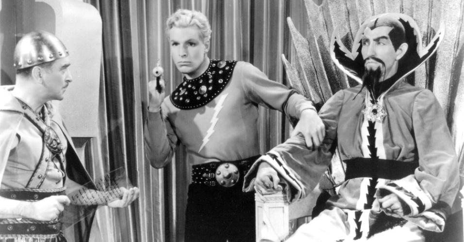 """11.abr.2014 - Em 1933, """"Flash Gordon"""" e seus acompanhantes iniciaram uma viagem de foguete ao planeta Mongo, onde acabaram naufragando"""