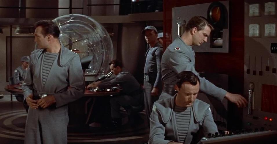 """11.abr.2014 - No filme """"O planeta proibido"""", uma expedição partiu para o planeta Altair IV, no sistema estelar da estrela Altair, a 16 anos-luz da Terra, para descobrir o que teria acontecido com uma tripulação que partira 20 anos antes"""