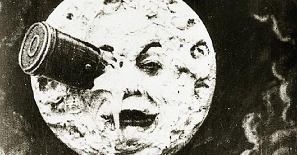 """11.abr.2014 - No filme """"Viagem à Lua"""", de Georges Méliès, o satélite natural da Terra tinha olhos, boca e nariz!"""