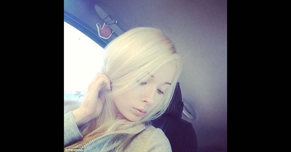 Valeria Lukyanova divulga em sua página no Facebook (@ValeriaLukyanova) imagens em que aparece sem maquiagem carregada. Nessas fotos, ela parece menos com uma boneca e mais com uma mulher comum. Valeria exibe inclusive imagens vestindo roupa de ginástica