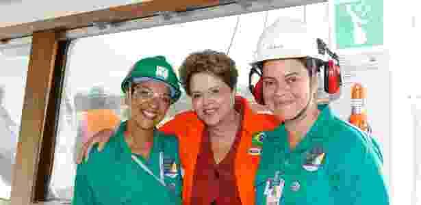 A presidente Dilma Rousseff participa da cerimônia alusiva à viagem inaugural do navio Dragão do Mar e do batismo do navio Henrique Dias, no Estaleiro Atlântico Sul, em Ipojuca, Pernambuco - Roberto Stuckert Filho/PR
