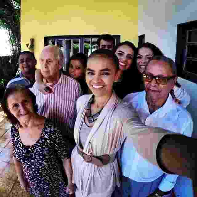 14.abr.2014 - Marina Silva (PSB) postou um selfie com o pai e familiares para estrear a sua conta no Instagram, antes de seguir para evento da aliança PSB-Rede-PPS, em Brasília, nesta segunda-feira (14) - Reprodução/Instagram/@_marinasilva_