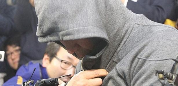 """O capitão Lee Joon-seok, responsável pelo comando da balsa Sewol, que naufragou na costa da Coreia do Sul, com 475 passageiros a bordo. Ele pediu desculpas às famílias: """"sinto muito, não tenho palavras"""" - EPA"""