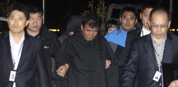 Lee Joon-Seok, 52, capitão da balsa que naufragou na Coreia do Sul, é preso