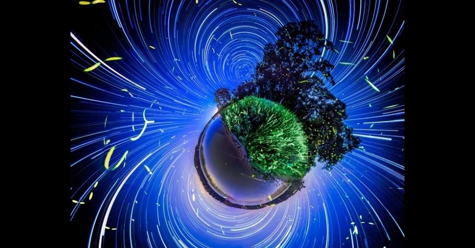 19.abr.2014 - O fotógrafo Vincent Brady, 25, brincou com o tempo de captura da luz de sua câmera para fazer uma série de fotos de vaga-lumes. As fotos foram feitas em dois locais, o lago de Ozarks, no estado americano do Missouri, e no Grand Ledge, em Michigan. As imagens foram todas feitas à noite. O ambiente úmido da região é propício para os vaga-lumes