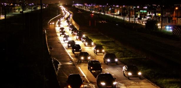 Rodovia Padre Manoel da Nóbrega na saída da Praia Grande, sentido São Paulo